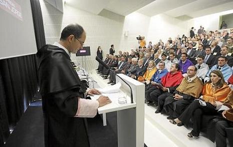 20091008041505-elnuevo-rector-usj.jpg