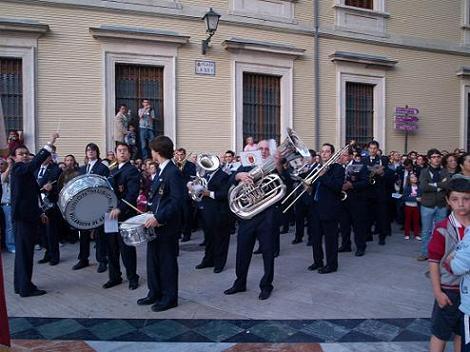 20100831202300-banda-de-villanueva.-procesion.jpg