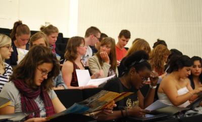 20100910230351-estudiantes-extranjeros-usj.jpg
